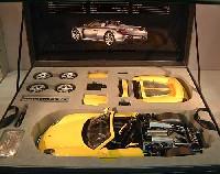 タミヤ1/12 コレクターズクラブポルシェ カレラ GT イエローバージョン (セミアッセンブルモデル)