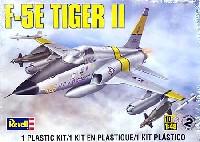 レベル1/48 飛行機モデルF-5E タイガー2