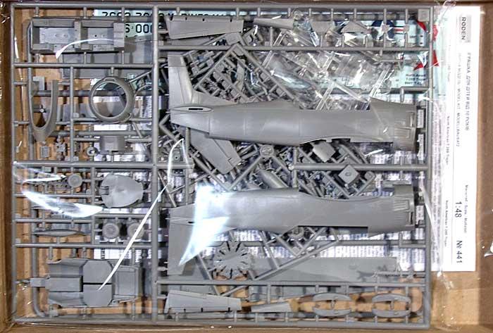 ノースアメリカン T-28B トロージャン (複座レシプロ練習機)プラモデル(ローデン1/48 エアクラフト プラモデルNo.441)商品画像_1