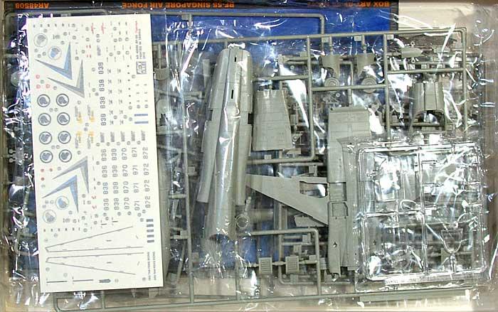 RF-5S タイガー 2 シンガポール空軍プラモデル(AFV CLUB1/48 エアクラフト プラモデルNo.AR48S08)商品画像_1