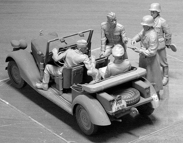 ドイツ 野戦憲兵2体 & 将官3体 + スタッフカー170V 検閲シーンプラモデル(マスターボックス1/35 ミリタリーミニチュアNo.MB35112)商品画像_3