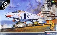 アカデミー1/48 Scale AircraftsF-4B ファントム 2 VF-111 サンダウナーズ