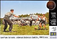 マスターボックス1/35 ミリタリーミニチュアドイツ 戦車兵 4体 + 少年 1体 & 犬 夏のサッカーゲームシーン