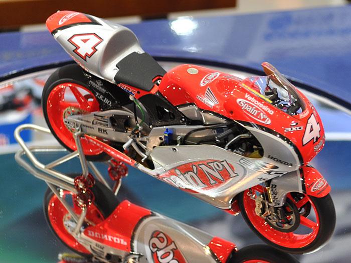 ホンダ NSR250 チーム スペインズ No.1 ホンダ グレッシーニ (2002 WGP250)プラモデル(ハセガワ1/12 バイクシリーズNo.21706)商品画像_2