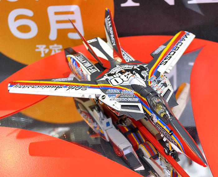 VF-1J バルキリー マクロス30周年塗装機プラモデル(ハセガワ1/72 マクロスシリーズNo.65823)商品画像_3