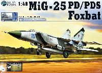 キティホーク1/48 ミリタリーエアクラフト プラモデルMiG-25 フォックスバット PD/PDS