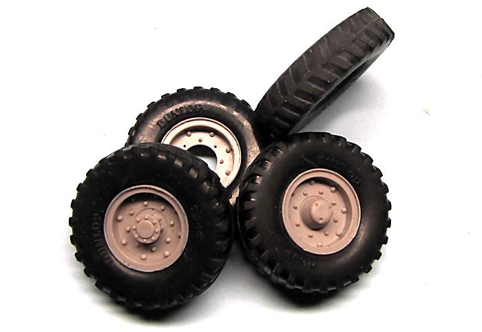 タイヤセット ダンロップ 9.5×16 (4個+スペア)プラモデル(ミラーモデルズ1/35 AFVモデルNo.35012)商品画像_2