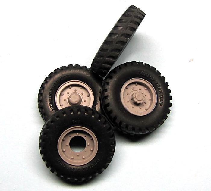 タイヤセット ダンロップ 9×16 (4個+スペア)プラモデル(ミラーモデルズ1/35 AFVモデルNo.35013)商品画像_2