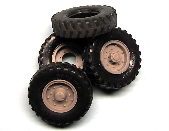 タイヤセット グッドイヤー 9.5×16 (4個+スペア)プラモデル(ミラーモデルズ1/35 AFVモデルNo.35015)商品画像_2