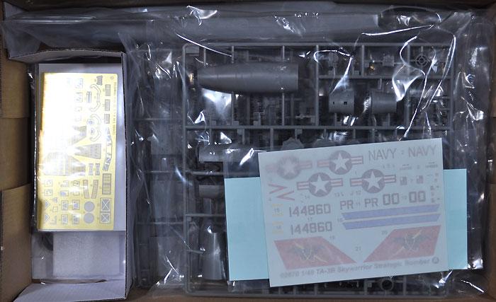TA-3B スカイウォーリアープラモデル(トランペッター1/48 エアクラフト プラモデルNo.02870)商品画像_1