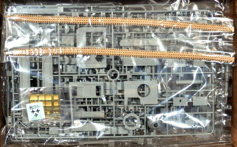 ドイツ 突撃榴弾砲 ブルムベア 指揮車 w/ツィメリットコーティングプラモデル(ドラゴン1/35 39-45 SeriesNo.6819)商品画像_1