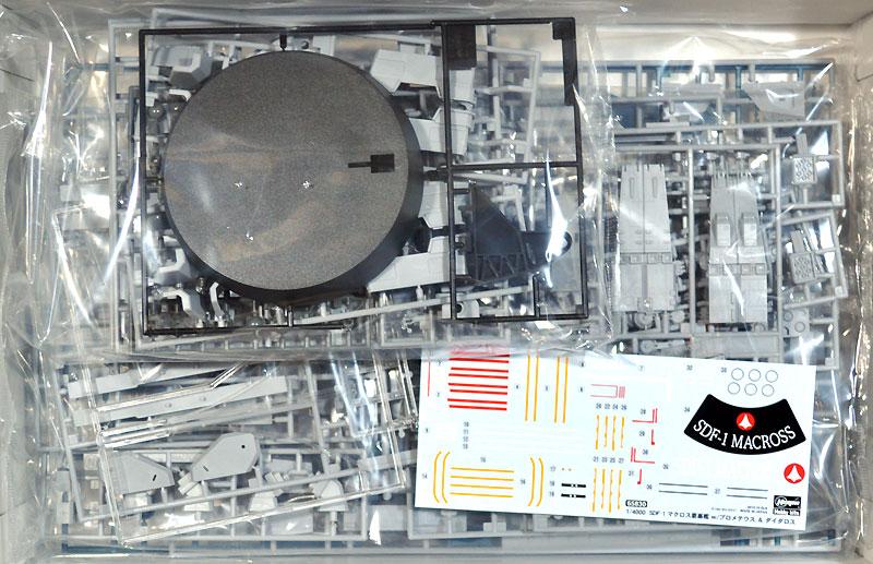 SDF-1 マクロス 要塞艦 w/プロメテウス & ダイダロスプラモデル(ハセガワマクロスシリーズNo.65830)商品画像_1
