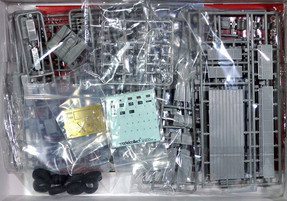 ソ連軍 MAZ-7911 重トラックプラモデル(モデルコレクト1/72 AFV キットNo.UA72064)商品画像_1