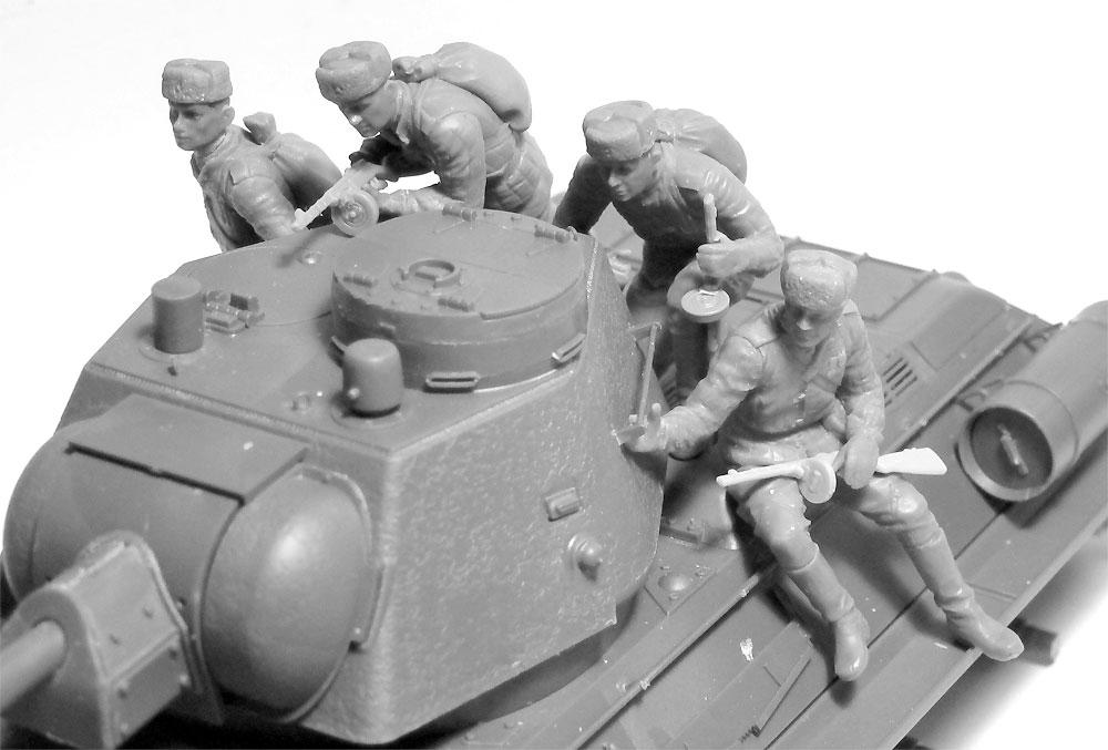 ソビエト T-34/76 w/戦車搭乗兵プラモデル(ICM1/35 ミリタリービークル・フィギュアNo.35368)商品画像_3