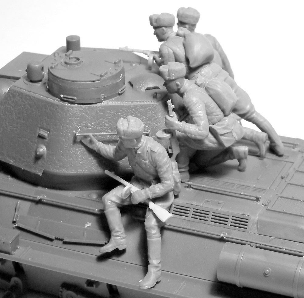 ソビエト T-34/76 w/戦車搭乗兵プラモデル(ICM1/35 ミリタリービークル・フィギュアNo.35368)商品画像_4