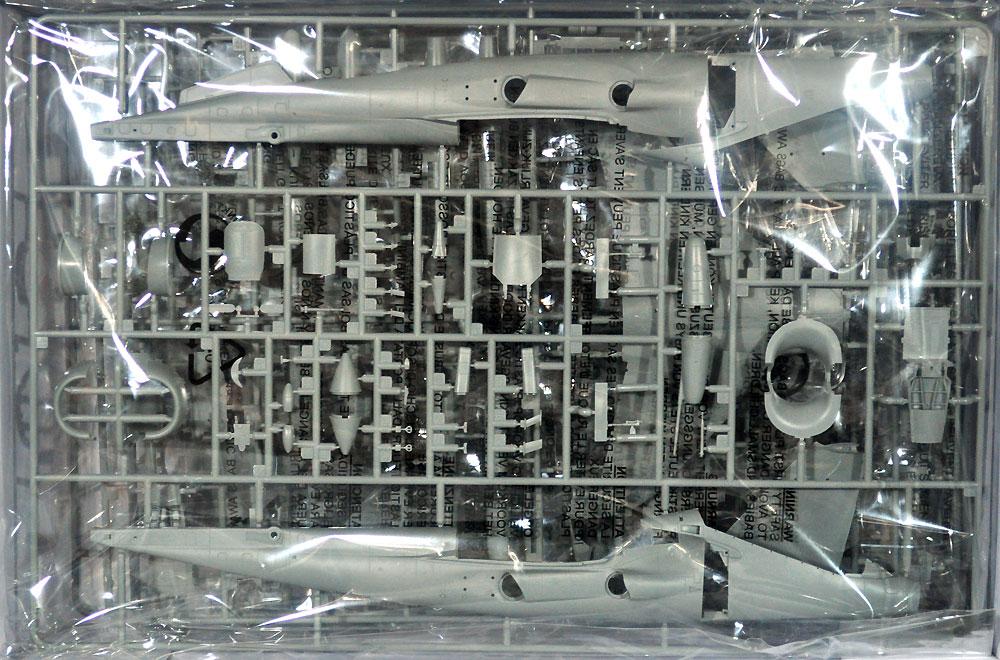 ハリアー T2/T2A/T2N/T4/T4N/T8 複座練習機プラモデル(キネティック1/48 エアクラフト プラモデルNo.K48040)商品画像_1