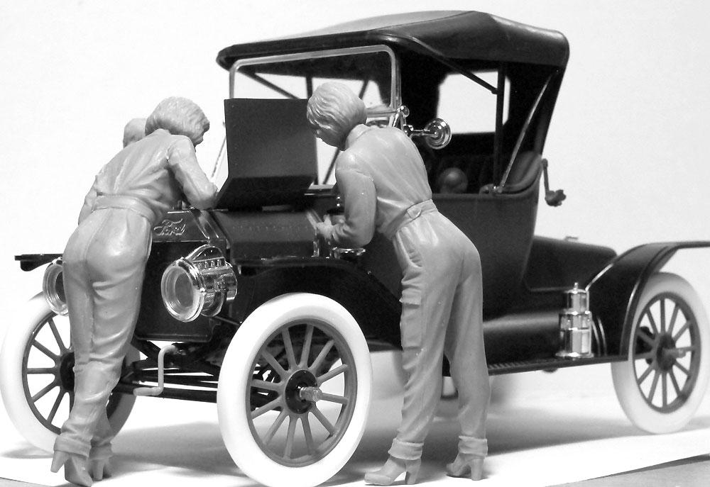 T型フォード 1911 w/アメリカ 女性整備士プラモデル(ICM1/24 カーモデルNo.24010)商品画像_2