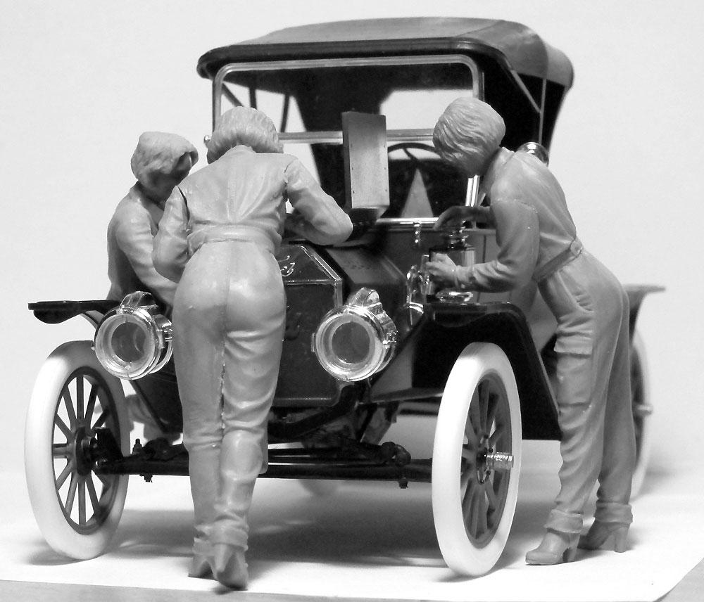 T型フォード 1911 w/アメリカ 女性整備士プラモデル(ICM1/24 カーモデルNo.24010)商品画像_3
