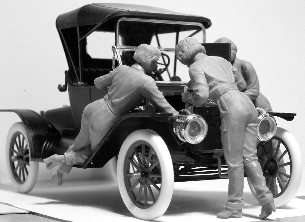 T型フォード 1911 w/アメリカ 女性整備士プラモデル(ICM1/24 カーモデルNo.24010)商品画像_4