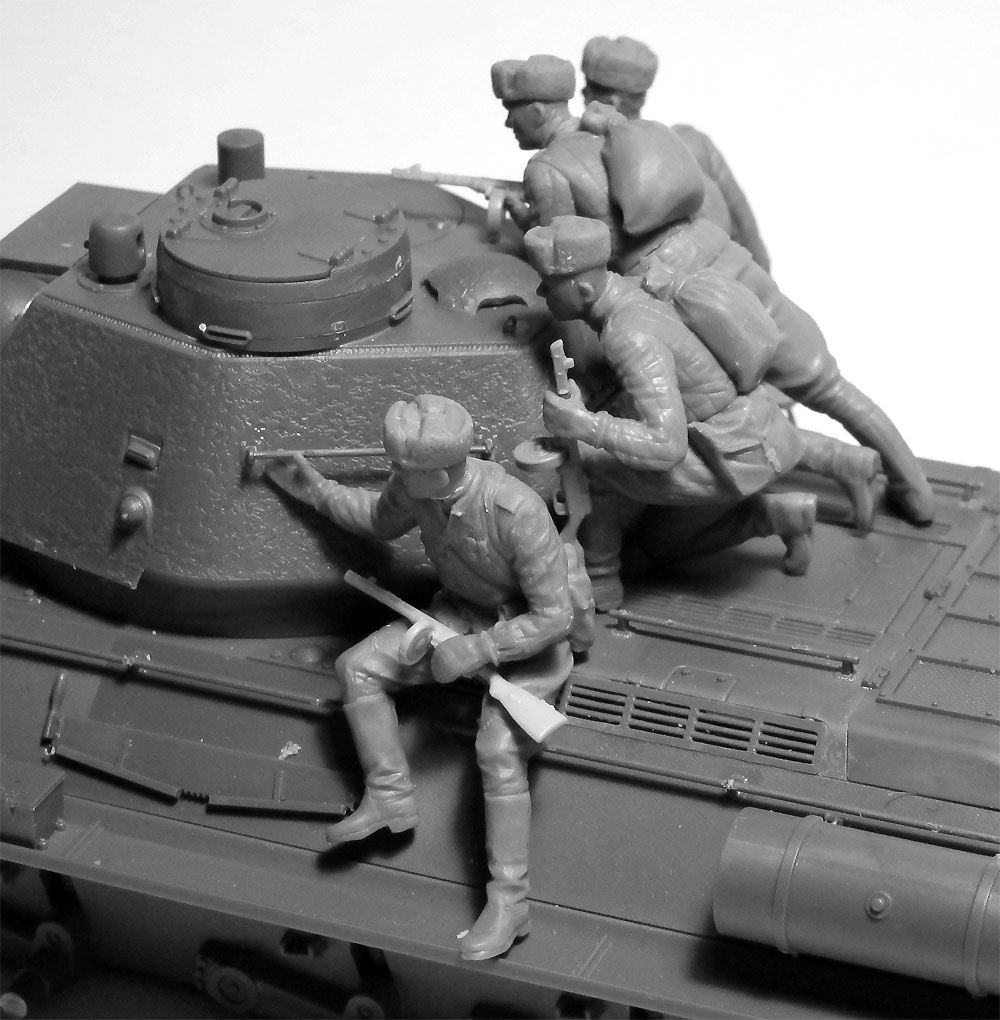 ソビエト T-34/85 w/戦車搭乗歩兵プラモデル(ICM1/35 ミリタリービークル・フィギュアNo.35369)商品画像_3
