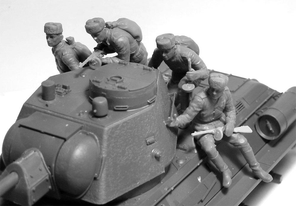 ソビエト T-34/85 w/戦車搭乗歩兵プラモデル(ICM1/35 ミリタリービークル・フィギュアNo.35369)商品画像_4