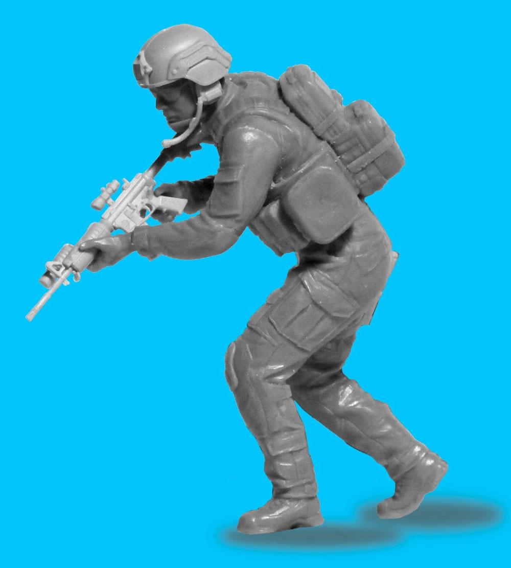 アメリカ S.W.A.T. 隊員 No.3プラモデル(ICM1/24 フィギュアNo.24103)商品画像_4