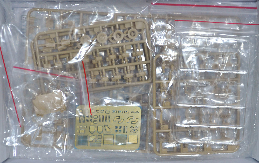 M1114 ハンヴィー w/M153 クロウ 2 システム ゴールデンオークリーフセットプラモデル(ティーモデル1/72 ミリタリー プラモデルNo.TM7204-G)商品画像_1