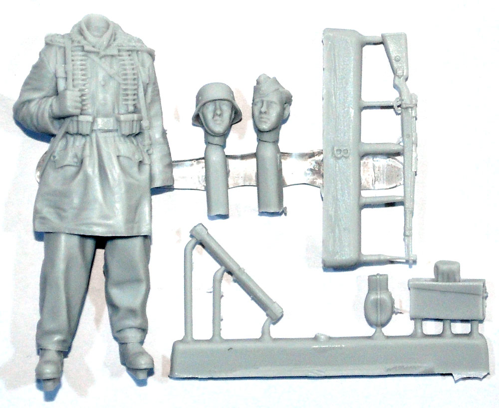 WW2 ドイツ 武装親衛隊 弾薬箱を持つ兵士 ハリコフレジン(アルパイン1/35 フィギュアNo.AM35257)商品画像_1