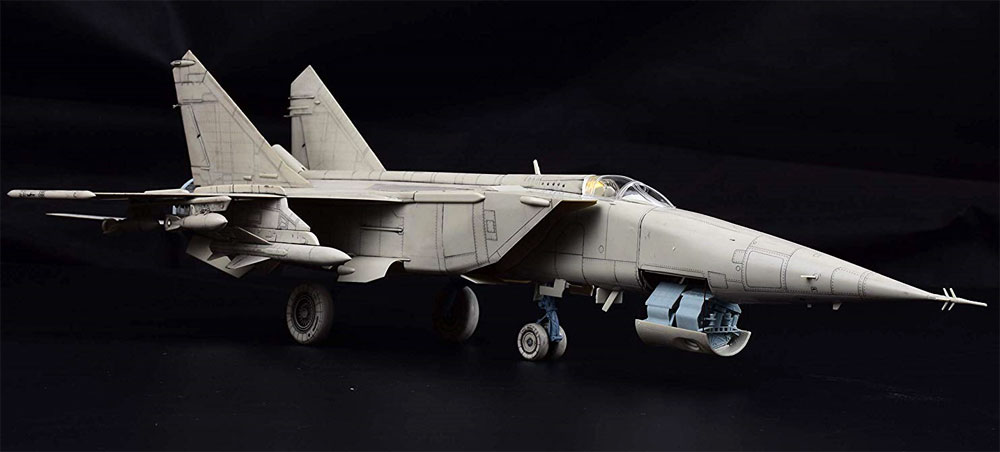 MiG-25 RB/RBT フォックスバットプラモデル(キティホーク1/48 ミリタリーエアクラフト プラモデルNo.KH80113)商品画像_3