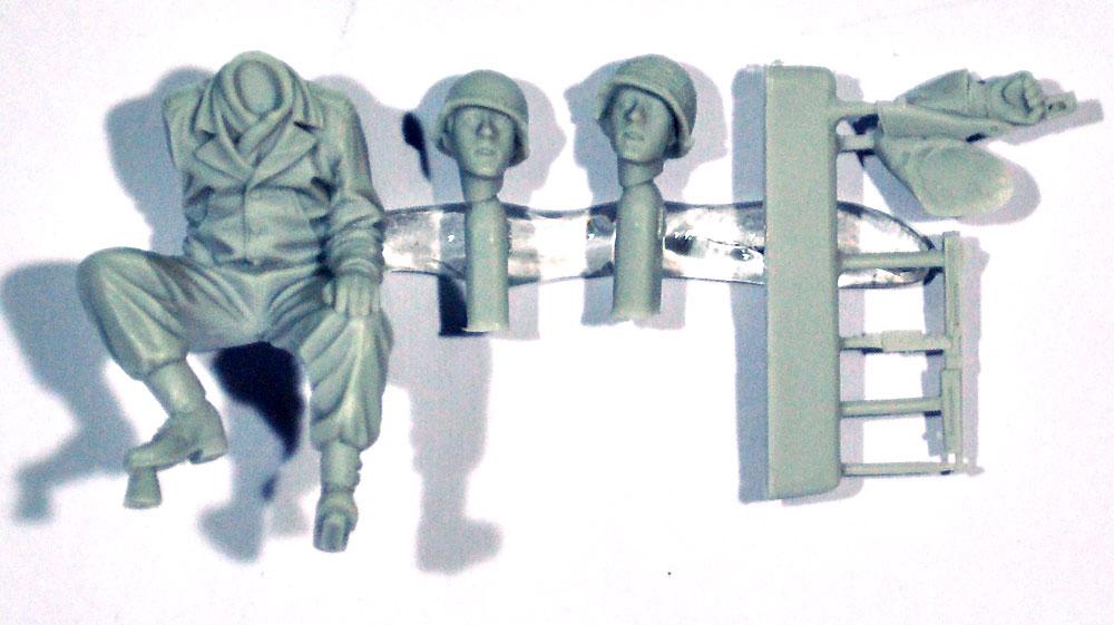 WW2 アメリカ陸軍 斥候へ向かう搭乗兵レジン(アルパイン1/35 フィギュアNo.AM35260)商品画像_1