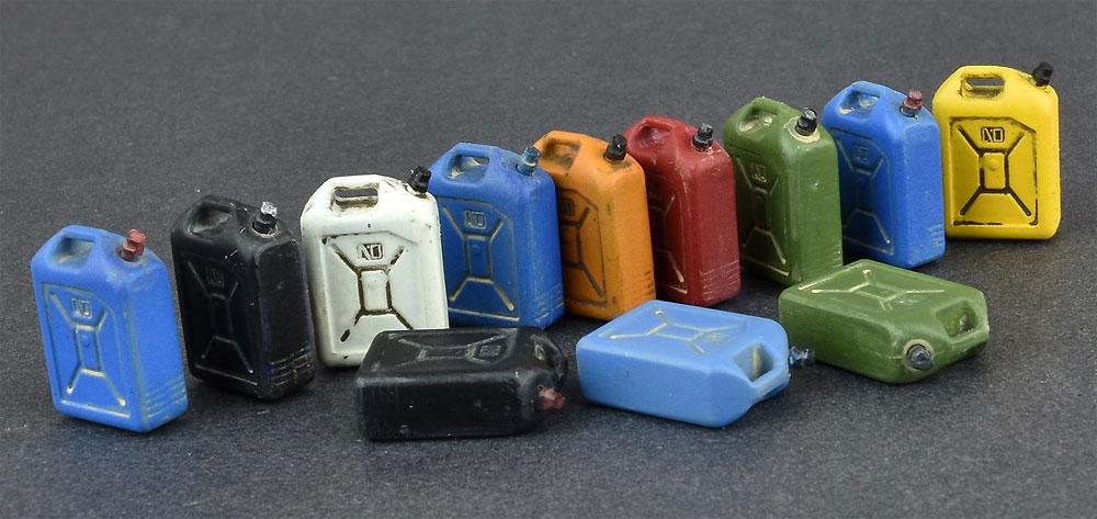プラスチック製樽 & 缶セットプラモデル(ミニアート1/35 ビルディング&アクセサリー シリーズNo.35590)商品画像_4