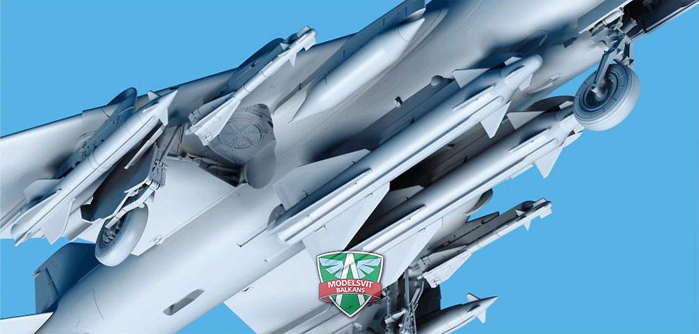 スホーイ Su-17M3 フィッター 可変翼戦闘爆撃機 初期型 w/ミサイルプラモデル(モデルズビット1/72 エアクラフト プラモデルNo.72044)商品画像_3