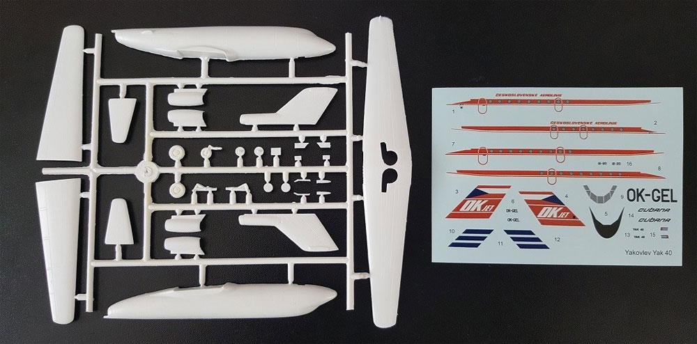 ヤコブレフ Yak-40 旅客機 チェコ航空/クバーナ航空プラモデル(AZ model1/144 Airport (エアライナーなど)No.AZ14421)商品画像_1