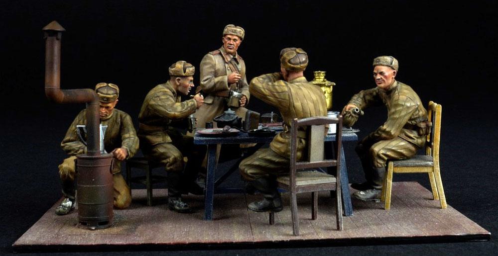 前線で夕食を取る兵士プラモデル(ミニアート1/35 WW2 ミリタリーミニチュアNo.35325)商品画像_3