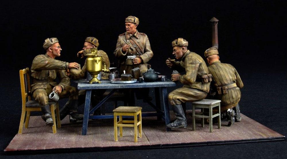 前線で夕食を取る兵士プラモデル(ミニアート1/35 WW2 ミリタリーミニチュアNo.35325)商品画像_4