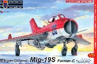 MiG-19S ファーマーC アクロバット機