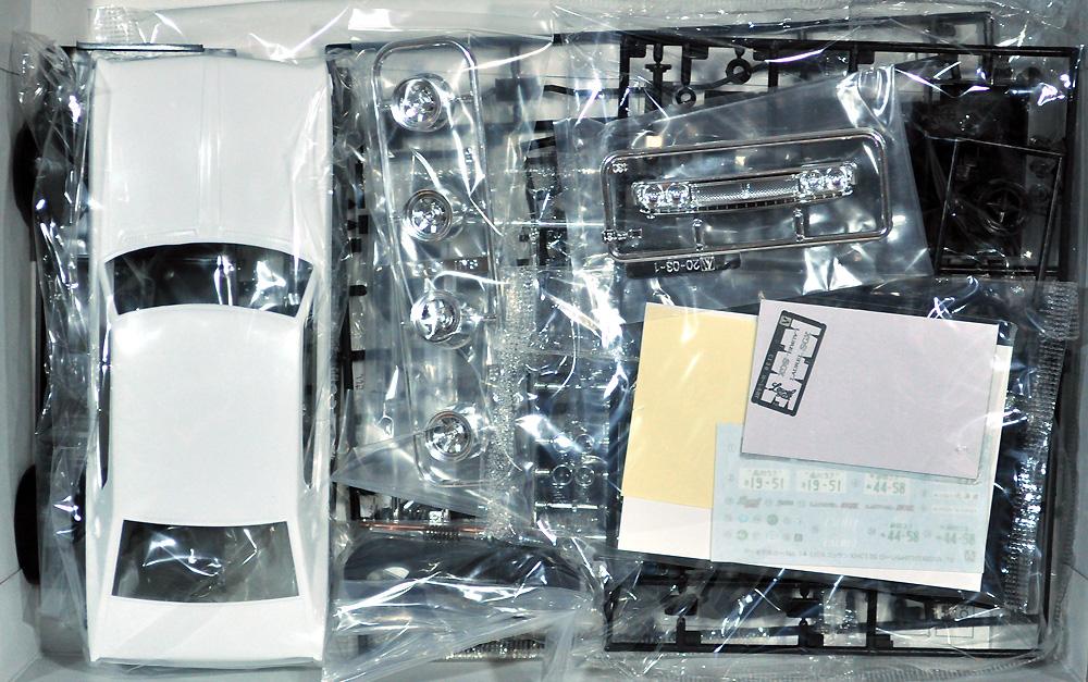 ニッサン KHC130 ローレル HT 2000SGX '72プラモデル(アオシマ1/24 ザ・モデルカーNo.014)商品画像_1