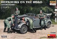 エンジン修復中 ドイツ 170V パーソネンワーゲンカブリオレ + 兵士