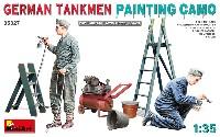 迷彩塗装中のドイツ戦車兵 + 塗装道具