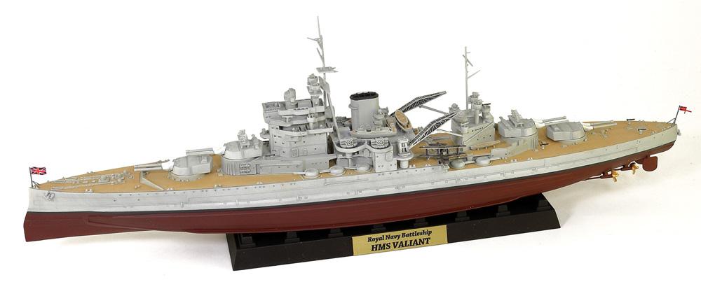 英国海軍 クイーン・エリザベス級戦艦 ヴァリアント 1939 旗・艦名プレート エッチングパーツ付き 限定版プラモデル(ピットロード1/700 スカイウェーブ W シリーズNo.W188NH)商品画像_1