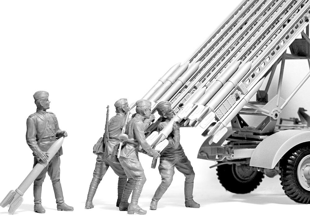 ソビエト BM-13-16 多連装ロケットランチャー W.O.T8車体 w/クループラモデル(ICM1/35 ミリタリービークル・フィギュアNo.35592)商品画像_1