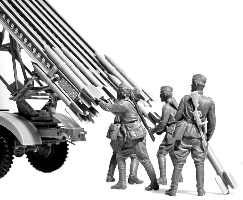 ソビエト BM-13-16 多連装ロケットランチャー W.O.T8車体 w/クループラモデル(ICM1/35 ミリタリービークル・フィギュアNo.35592)商品画像_2