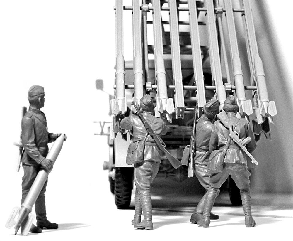 ソビエト BM-13-16 多連装ロケットランチャー W.O.T8車体 w/クループラモデル(ICM1/35 ミリタリービークル・フィギュアNo.35592)商品画像_3