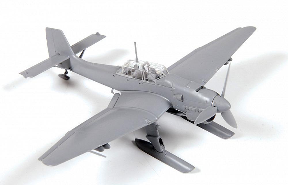 Ju-87B‐2/U4 スツーカ w/スキー ドイツ 急降下爆撃機プラモデル(ズベズダ1/72 エアクラフト プラモデルNo.7323)商品画像_1