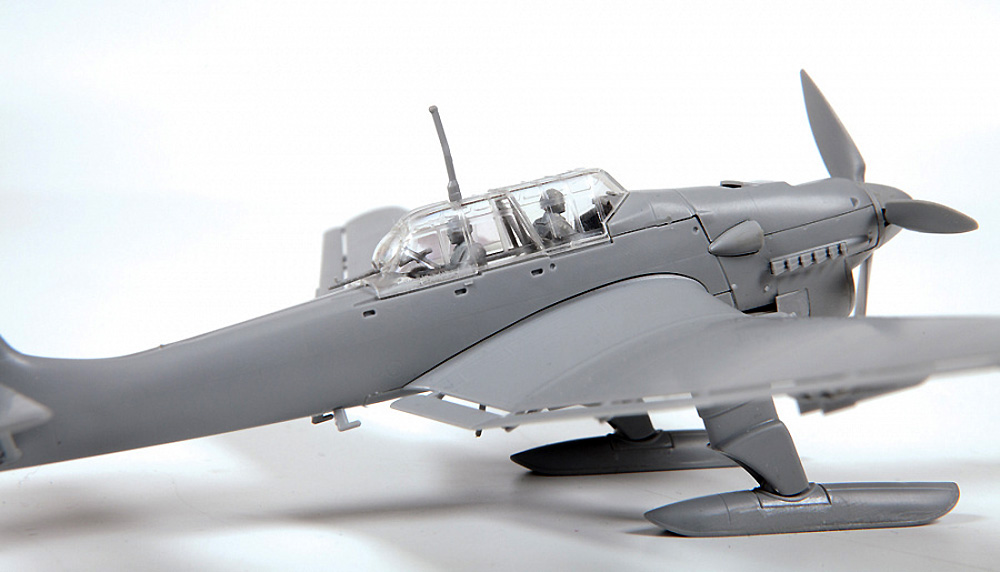 Ju-87B‐2/U4 スツーカ w/スキー ドイツ 急降下爆撃機プラモデル(ズベズダ1/72 エアクラフト プラモデルNo.7323)商品画像_3