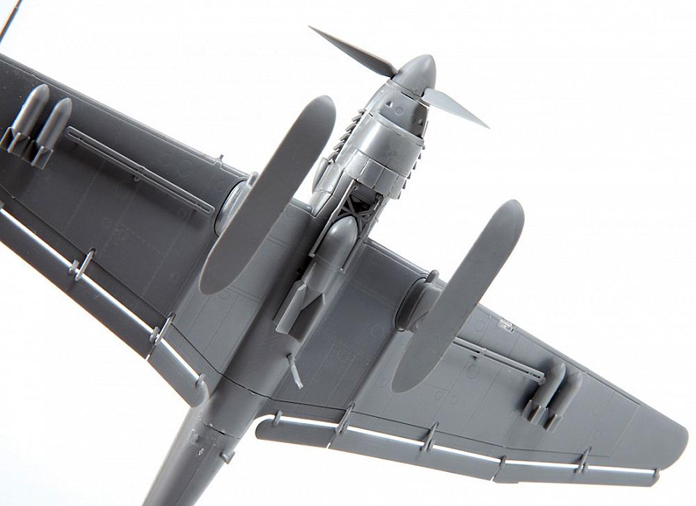 Ju-87B‐2/U4 スツーカ w/スキー ドイツ 急降下爆撃機プラモデル(ズベズダ1/72 エアクラフト プラモデルNo.7323)商品画像_4