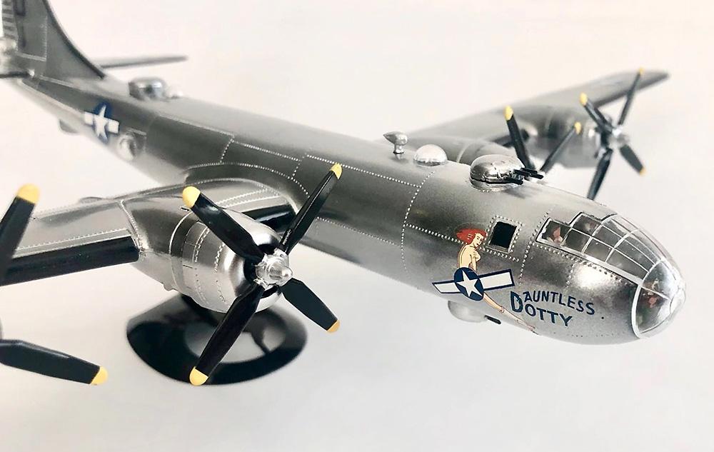 ボーイング B-29 スーパーフォートレス w/スイベルスタンドプラモデル(アトランティスプラスチックモデルキットNo.H208)商品画像_3