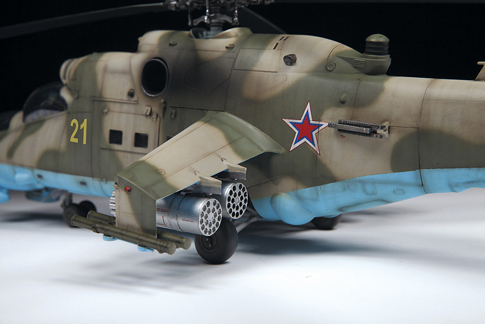MIL Mi-24P ハインド ソビエト 攻撃ヘリコプタープラモデル(ズベズダ1/48 ミリタリーエアクラフト プラモデルNo.4812)商品画像_2
